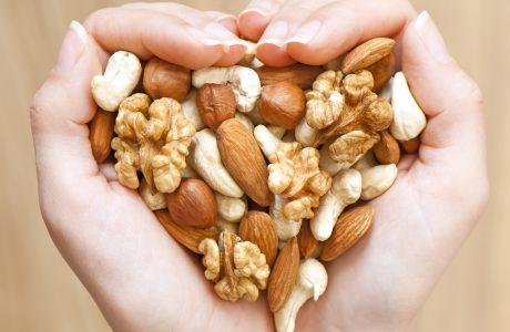 """מה עדיף קשיו או פקאן? מיוחד לסוכרתיים וטרום סוכרתיים – רגע לפני ט""""ו בשבט!"""