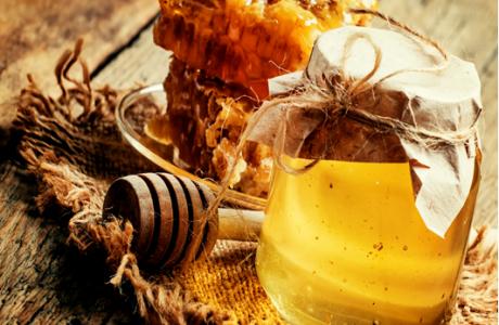 ברוח החג הקרב ובא… מה לדעתכם עדיף דבש או סוכר?